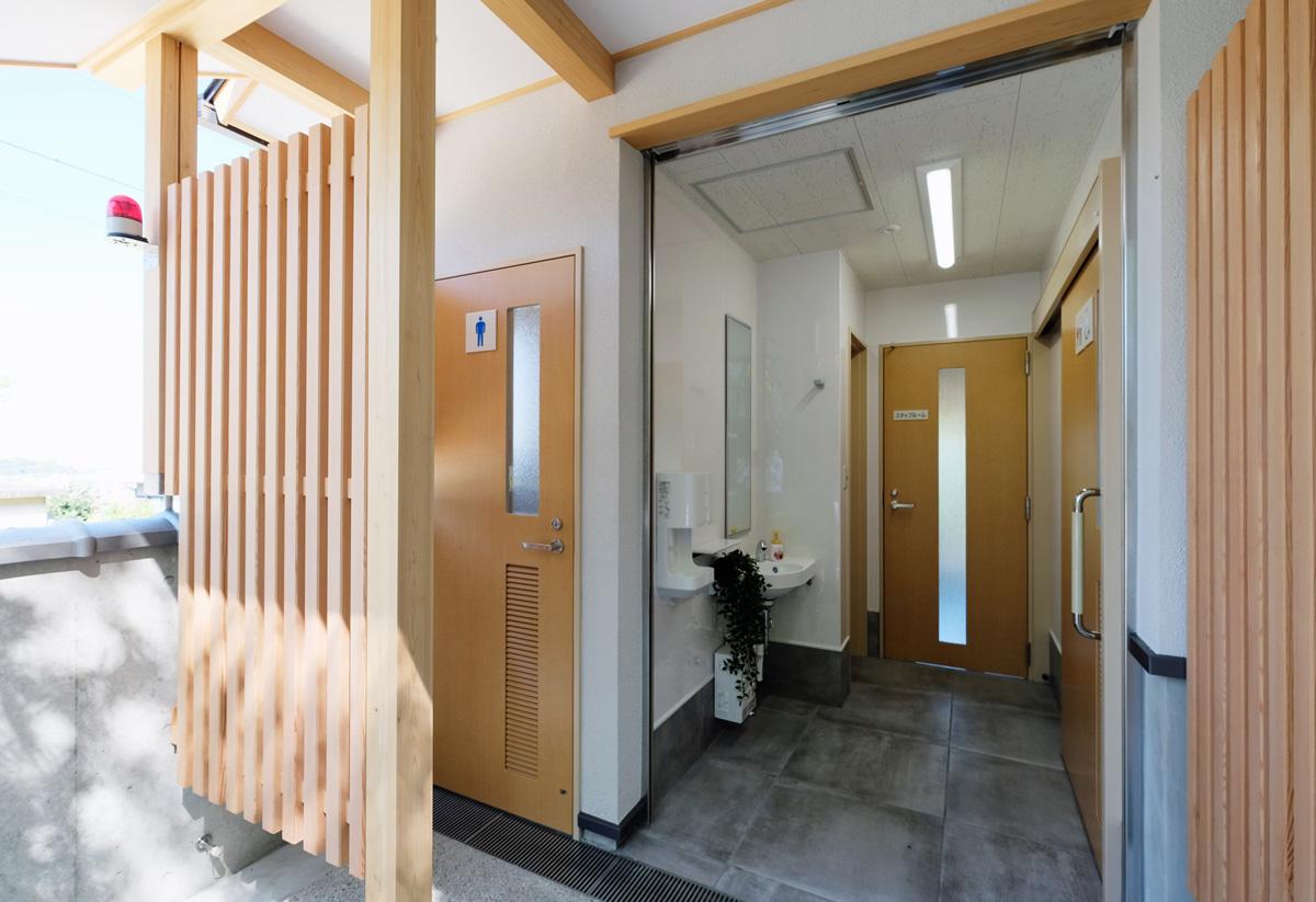 待合室にはトイレも完備しております
